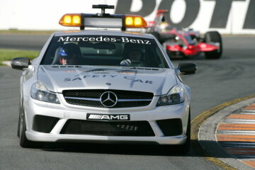 Formel 1, Grand Prix Australien 2008, Melbourne, 16.03.2008 F1 Safety Car, Mercedes-Benz SL 63 AMG Sieger Lewis Hamilton (1.), McLaren-Mercedes MP4-23