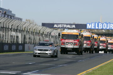 Formel 1, Grand Prix Australien 2009, Melbourne, 29.03.2009 Fahrerparade mit Feuerwehr-LKWs F1 Medical Intervention Car, Mercedes-Benz CL 65 AMG