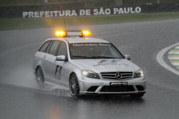 Formel 1, Grand Prix Brasilien 2009, Interlagos, 18.10.2009 F1 Medical Car, Mercedes-Benz C 63 AMG im Regen