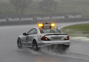 Formel 1, Grand Prix Brasilien 2009, Interlagos, 18.10.2009 F1 Safety Car, Mercedes-Benz SL 63 AMG im Regen