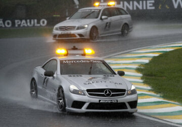 Formel 1, Grand Prix Brasilien 2009, Interlagos, 18.10.2009 F1 Safety Car, Mercedes-Benz SL 63 AMG im Regen F1 Medical Car, Mercedes-Benz C 63 AMG