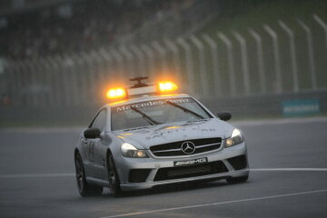 Formel 1, Grand Prix Malaysia 2009, Sepang, 05.04.2009 F1 Safety Car, Mercedes-Benz SL 63 AMG im Regen